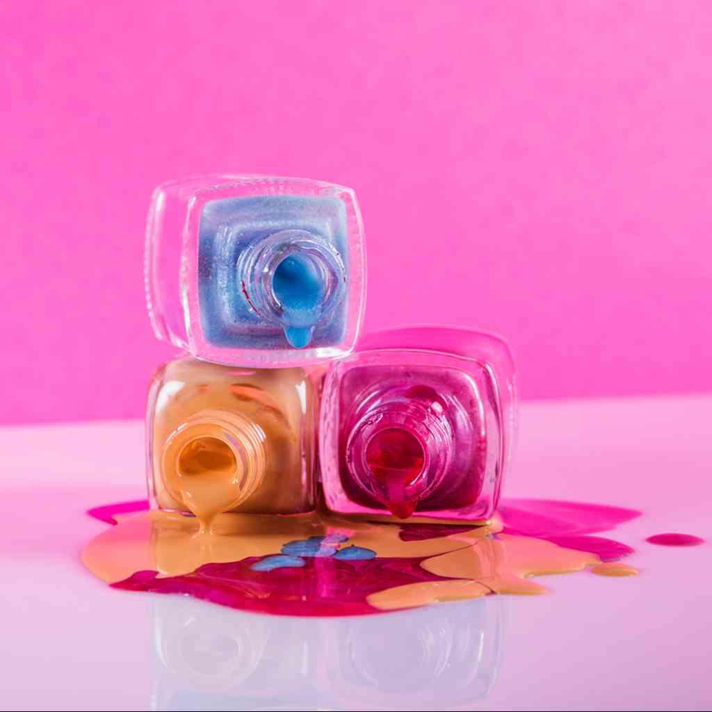 I Colori dell'Estate! ☀ Offriamo la più vasta scelta di colori per le vostre unghie 🌈